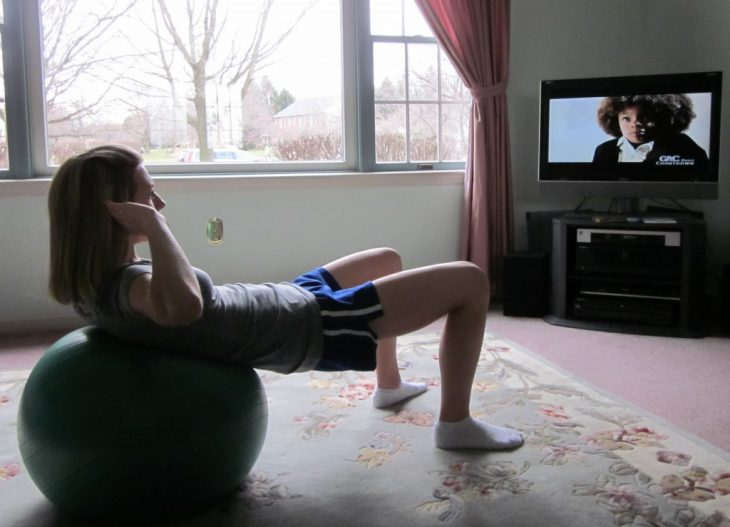 exercise-while-watching-TV-emag-1024x739[1]
